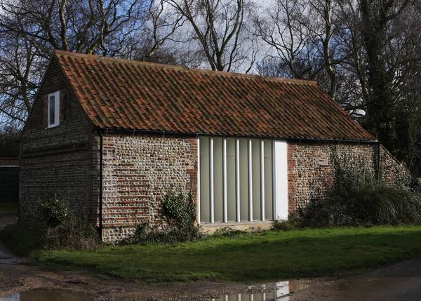 De ruina a casa moderna 10 establos graneros for Casa rural moderna