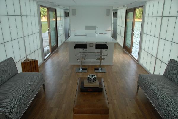 10 casas flotantes vida sencilla minimalista y econ mica for Cocina 4 metros largo