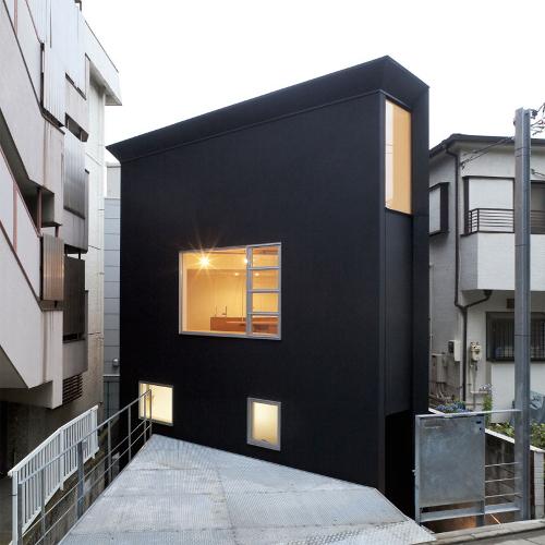 Superando l mites de espacio y dinero 10 casas estrechas for Casas reducidas